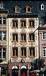 L&ouml;wen Apotheke am Dom mit Fassadenbemalung im Rokokostil<br /> <br /> 2454 x 1474 px<br /> Original: 35 mm slide transparency