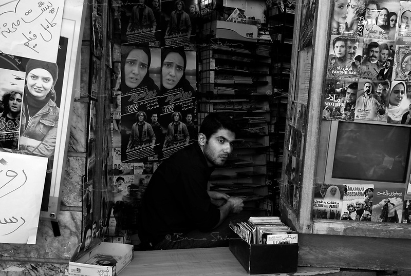 Teheran, Iran, October 4, 2007..Street scene in Tajrish, a busy neighbourhood in the northern part of the city.