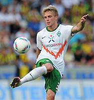FUSSBALL   INTERNATIONALES TESTSPIEL  SAISON 2011/2012   SV Werder Bremen - Fenerbahce Istanbul               23.08.2011 Florian TRINKS (Werder Bremen) Einzelaktion am Ball
