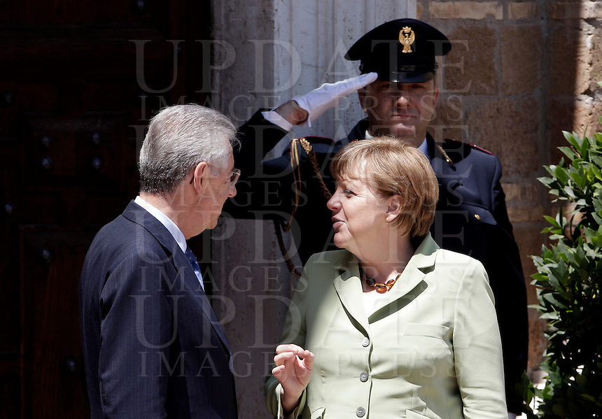Il Presidente del Consiglio Mario Monti, a sinistra, ascolta il Cancelliere tedesco Angela Merkel in occasione del Vertice Quadrilaterale fra Italia, Spagna, Francia e Germania, a Villa Madama, Roma, 22 giugno 2012..Italian Premier Mario Monti, left, listens to German Chancellor Angela Merkel in ccasion of the Quadrilateral Summit among Italy, Spain, France and Germany, at Villa Madama, Rome, 22 june 2012..UPDATE IMAGES PRESS/Riccardo De Luca