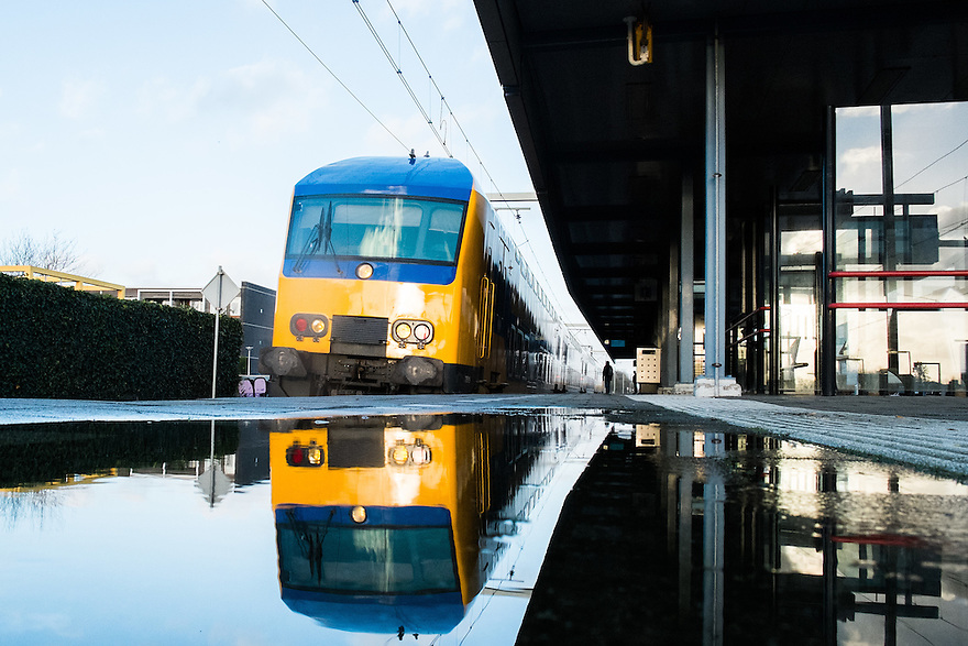 Nederland, Amersfoort, 11 jan 2014<br /> NS station Amersfoort met spiegeling in een plas water<br /> Foto: Michiel Wijnbergh