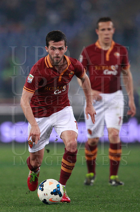 Calcio, Serie A: Roma vs Udinese. Roma, stadio Olimpico, 17 marzo 2014.<br /> AS Roma midfielder Miralem Pjanic, of Bosnia, in action during the Italian Serie A football match between AS Roma and Udinese at Rome's Olympic stadium, 17 March 2014.<br /> UPDATE IMAGES PRESS/Isabella Bonotto