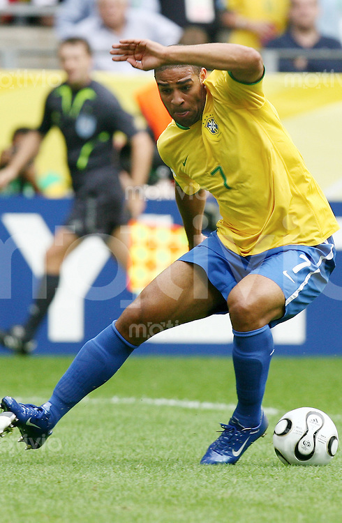 Fussball WM 2006  Achtelfinale  England - Ecuador Adriano (BRA)