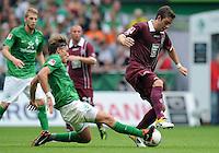FUSSBALL   1. BUNDESLIGA   SAISON 2011/2012    1. SPIELTAG SV Werder Bremen - 1. FC Kaiserslautern             06.08.2011 Clemens FRITZ (li, Bremen) graetscht Thanos PETSOS (re, Kaiserslautern) ab