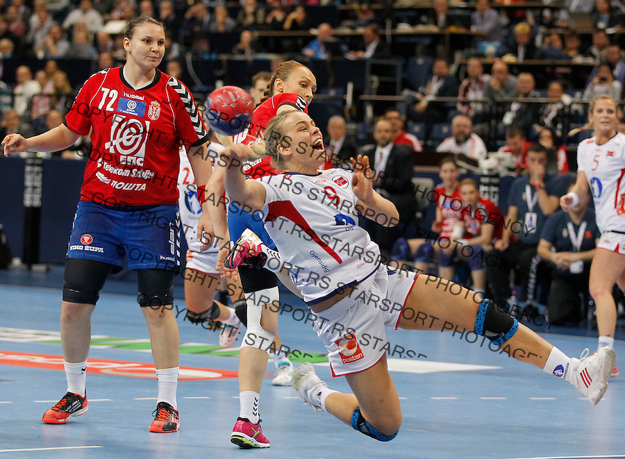 BELGRADE, SERBIA - DECEMBER 18:  Isabel Blanco (R) of Norway in action against  Dragana Cvijic (L) of Serbia during the 2013 World Women's Handball Championship 2013 match between Serbia and Norway at Kombank Arena Hall on December 18, 2013 in Belgrade, Serbia. (Photo by Srdjan Stevanovic/Getty Images)