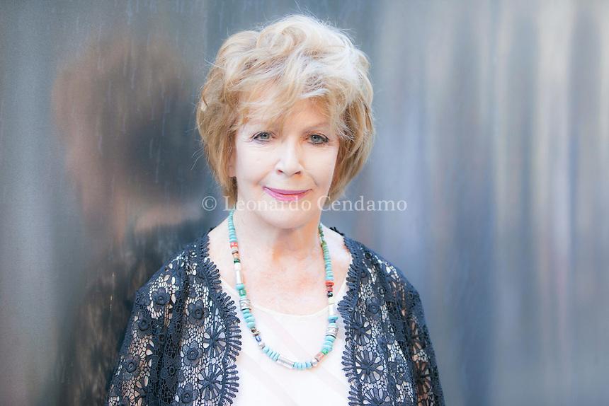 Edna O'Brien (Tuamgraney, 15 dicembre 1930) è una scrittrice irlandese.  [Esplora il significato del termine: La cosa che più colpisce nei racconti di Edna O'Brien, a parte l'inesausta maestria dell'esecuzione, è la varietà. Questa scrittrice conosce molti mondi e ce li presenta con un profondo acume, una precisione che ha del prodigioso, una tenerezza divertita e un'immancabile compassione.] La cosa che più colpisce nei racconti di Edna O'Brien, a parte l'inesausta maestria dell'esecuzione, è la varietà. Questa scrittrice conosce molti mondi e ce li presenta con un profondo acume, una precisione che ha del prodigioso, una tenerezza divertita e un'immancabile compassione. Mantova Festivaletteratura 2016. © Leonardo Cendamo