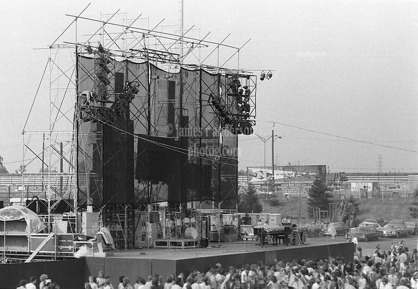 Grateful Dead Live at Dillon Stadium, Hartford, CT 31 July 1974 featuring the Wall of Sound. Before the Concert starts, no Band on Stage.