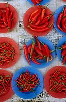 Asie/Malaisie/Bornéo/Sarawak/Kuching: Etal de piments rouges sur le marché