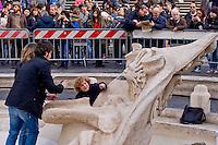 Roma 20 Febbraio 2015<br /> La fontana della Barcaccia a Piazza di Spagna danneggiata dai tifosi del Feyenoord.  Gli archeologi  della sovrintendenza ai Beni Culturali di Roma, hanno riscontrato &laquo;danni permanenti&raquo; alla fontana seicentesca.<br /> Rome February 20, 2015<br /> The Fountain of Barcaccia in Piazza di Spagna damaged by fans of Feyenoord. Archaeologists of the superintendent of Cultural Heritage of Rome, found &quot;permanent damage&quot; to the seventeenth-century fountain.