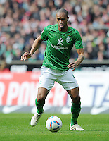 FUSSBALL   1. BUNDESLIGA   SAISON 2011/2012   32. SPIELTAG SV Werder Bremen - FC Bayern Muenchen               21.04.2012 Naldo (SV Werder Bremen) Einzelaktion am Ball