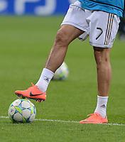 FUSSBALL   CHAMPIONS LEAGUE  HALBFFINAL HINSPIEL   2011/2012      FC Bayern Muenchen -Real Madrid          17.04.2012 Beine von Cristiano Ronaldo (Real Madrid) beim Aufwaermen