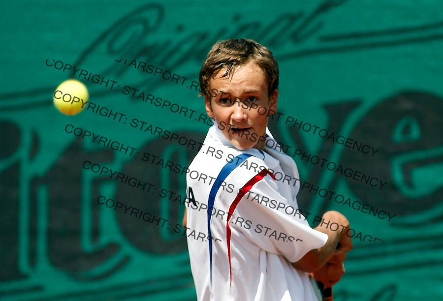 Tenis, World Championship U-14.Agentina Vs. Russia.Facundo Alvo Vs. Danil Medvedev.Danil Medvedev, returnes.Prostejov, 02.08.2010..foto: Srdjan Stevanovic/Starsportphoto ©