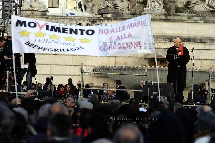Roma, 24 Gennaio 2015<br /> Piazza del Popolo.<br /> La notte dell'onest&agrave;, manifestazione organizzata dal Movimento 5 stelle contro la curruzione e le mafie.<br /> Ferdinando Imposimato
