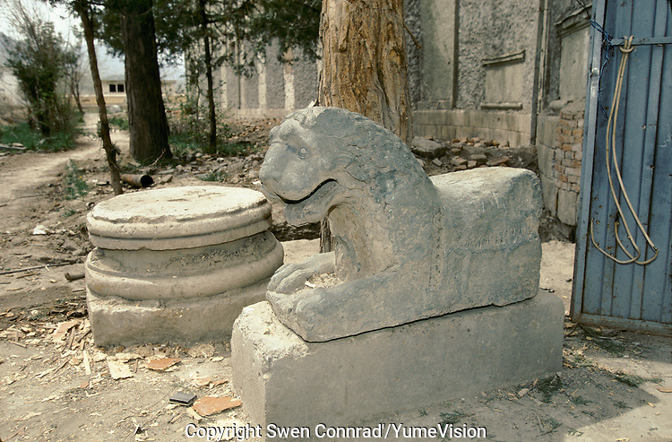 A Sculpture of Lion at the entry door of the National Museum in 1995..Under the Rabani and Massoud government in 1992-1996, the National Museum was  completely loot and destroy. .Kabul, Afghanistan.