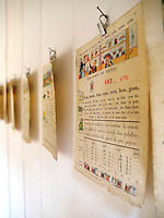 Pages from a vintage schoolbook have been tacked to the wall of this child's bedroom as a simple decorative frieze