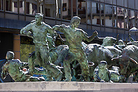 Espagne, Navarre, Pampelune, monument à El Encierro, la célèbre course de taureaux, Ernest Hemingway y assista la première fois en 1923 // Spain, Navarra, Pamplona, monument to El Encierro, the famous bull run, Hemingway was here for the first time in 1923