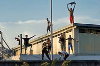 Protesta al Cie di Ponte Galeria, immigrati sul tetto
