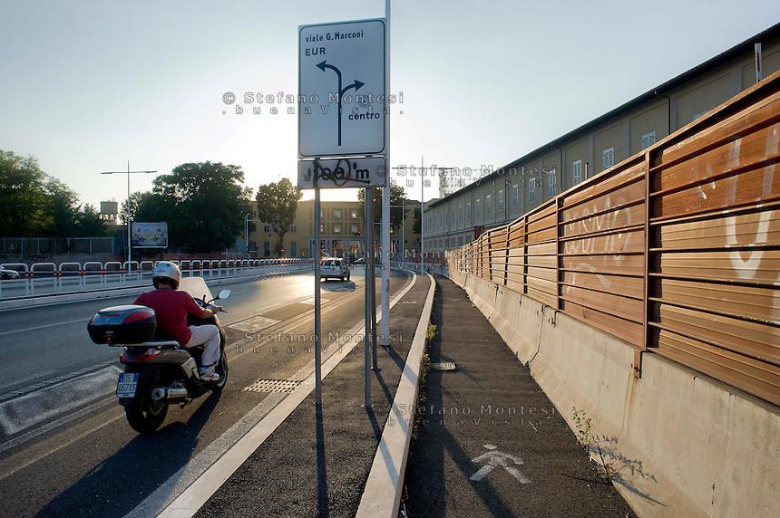 Roma 28 Agosto 2014<br /> Quartiere Ostiense,  cavalcavia ferroviario Settimia Spizzichino