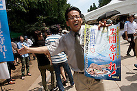 A right-winger protests the Chinese claim on sovereignty of the Senkaku islands  known as the Diaoyu Islands or Diaoyutai Islands in China, at the commemorations of the end of the Pacific War on August 15th at Tokyo controversial yasukuni shrine. Tokyo, Japan, Monday August 15th 2011