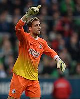 FUSSBALL   1. BUNDESLIGA   SAISON 2013/2014   9. SPIELTAG SV Werder Bremen - SC Freiburg                           19.10.2013 Torwart Oliver Baumann (SC Freiburg)