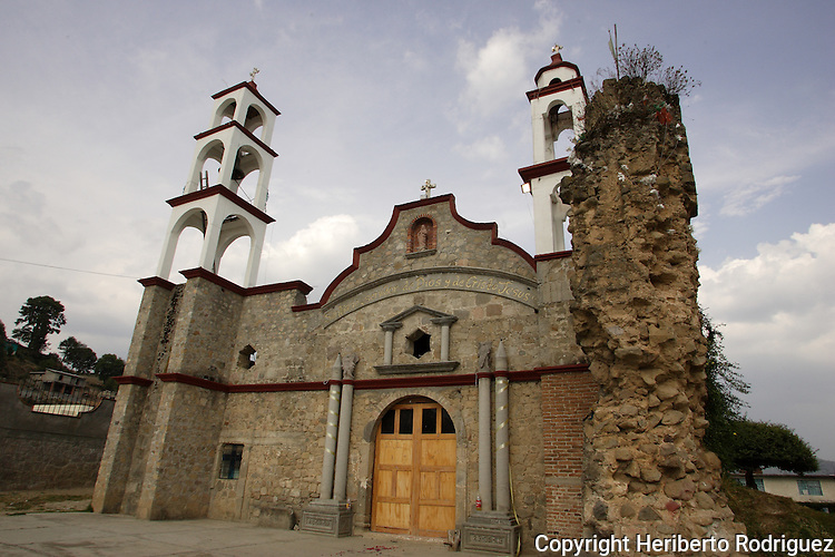 An old church mixed with different architectonic styles in Jiquipilco El Viejo, in western Mexico state, April 20, 2005. Photo by Heriberto Rodriguez