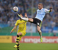 FUSSBALL   DFB POKAL 1. RUNDE   SAISON 2013/2014 TSV 1860 Muenchen - Borussia Dortmund         24.09.2013 Daniel Adlung (re, 1860 Muenchen) gegen Kevin Grosskreutz (Borussia Dortmund)