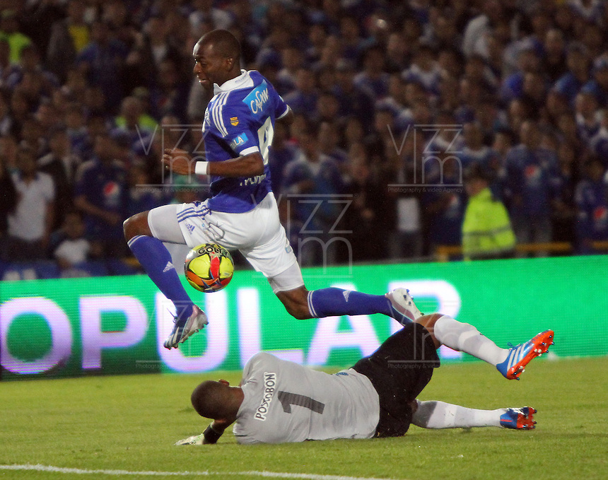 BOGOTA -COLOMBIA- 8-10--2013.Accion de juego entre los equipos  Los Millonarios  contra   el Atletico Nacional , partido correspondiente a la onceava   fecha  aplazada   de La Liga Postobon segundo semestre jugado en el estadio El Campin / Action game between teams Los Millonarios against Atletico Nacional, game in the eleventh round of La Liga Postobon postponed second half played at El Campin .Photo: VizzorImage / Felipe Caicedo / Staff