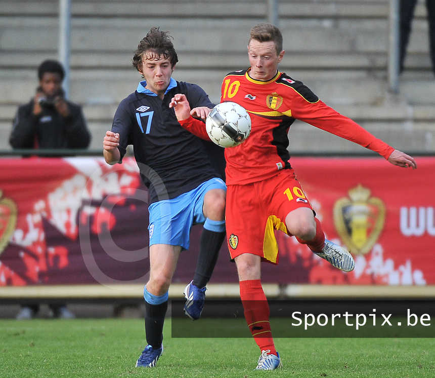 Belgium U19 - England U19 : Benjamin Pearson (17) and Rob Schoofs (10).foto DAVID CATRY / Nikonpro.be