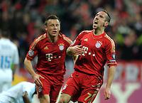 FUSSBALL   CHAMPIONS LEAGUE  VIERTELFINAL RUECKSPIEL   2011/2012      FC Bayern Muenchen - Olympic Marseille          03.04.2012 JUBEL nach dem Tor zum 1:0 Ivica Olic (li,) mit Franck Ribery (FC Bayern Muenchen)