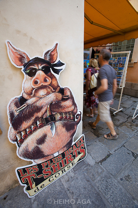 """""""The most beutiful t-shirts of Corsica"""" - the vendetta-pig."""