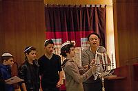 Francia, Parigi, Delphine Horvilleur, rabbino donna del MJLF (Movimento ebraico liberale di Francia - Mouvement Juif Liberal Français) nella sinagoga di Beaugrenelle  ritratto