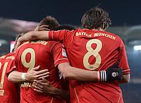 FUSSBALL   1. BUNDESLIGA  SAISON 2012/2013   19. Spieltag   VfB Stuttgart  - FC Bayern Muenchen      27.01.2013 JUBEL FC Bayern; Torschuetze zum 0-1 Mario Mandzukic (li) umarmt von Javi Martinez