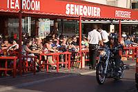 """Europe/Provence-Alpes-Côte d'Azur/83/Var/Saint-Tropez: La Terrasse de """"Senequier """" sur le port"""