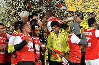 BOGOTA - COLOMBIA - 18-12-2016: The players of Independiente Santa Fe, celebrate as Champions of the Liga Aguila II -2016 at the Nemesio Camacho El Campin Stadium in Bogota city, Photo: VizzorImage / Luis Ramirez / Staff.