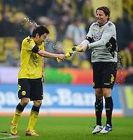 FUSSBALL   1. BUNDESLIGA   SAISON 2011/2012   26. SPIELTAG Borussia Dortmund - SV Werder Bremen               17.03.2012 Shinji Kagawa (li) und Torwart Roman Weidenfeller (re, beide Borussia Dortmund) freuen sich nach dem Abpfiff