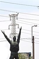 Ungheria, Budapest, Szoborpark, il cimitero delle statue sovietiche Hongrie, le cimeti&egrave;re de statues sovi&eacute;tiques<br /> Hungary, the cemetery of Soviet statues progettato nel 1993 dall'architetto  Eleod Akos junior<br /> Soviet Heroic Memorial by sculptor Viktor Kallo from 1965