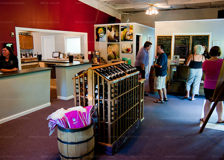 The tasting room at Unicorn Winery is simple but attractive, offering not only wines but also frozen drinks and snacks.