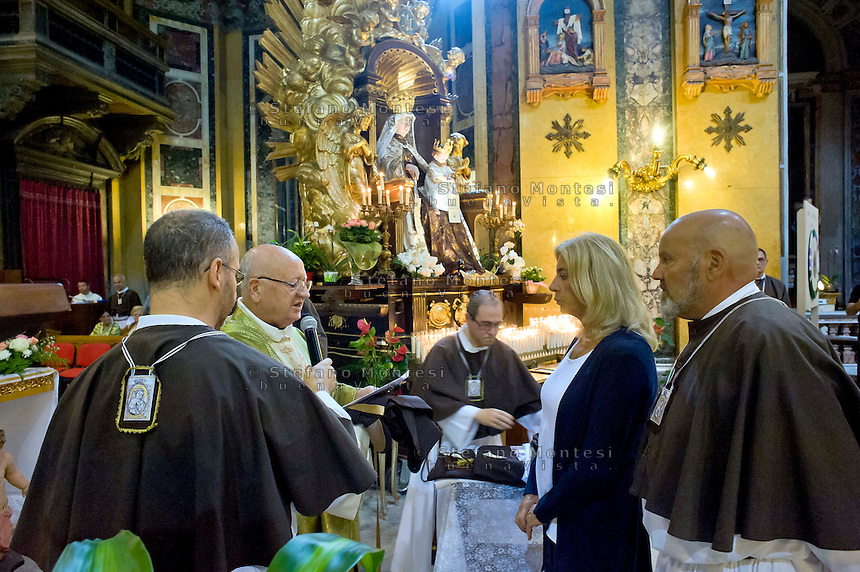 Roma 13 Luglio 2014<br /> Venerabile Confraternita dello Scapolare di Santa Maria del Monte Carmelo in Traspontina in via della Conciliazione, fondata nel 1527 a Roma. I Solenni Festeggiamenti e la processione in onore della Madonna del Carmine . Processions in honor of Madonna del Carmine. -- The Solemn Celebrations and processions in honor of Madonna del Carmine. The bearers of the statue are the Venerable Confraternity of the Scapular of St. Mary of Mount Carmel, in Traspontina founded in 1527 in Rome.