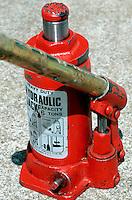 SCREW-TYPE TOOLS<br /> Hydraulic Jack