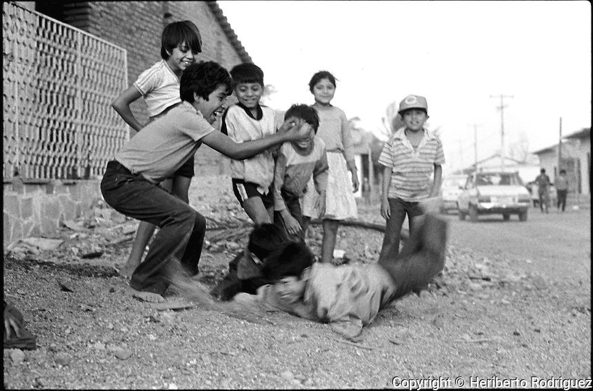 Daily life in Juchitan, Oaxaca, March 15, 1986.  © Photo by Heriberto Rodriguez