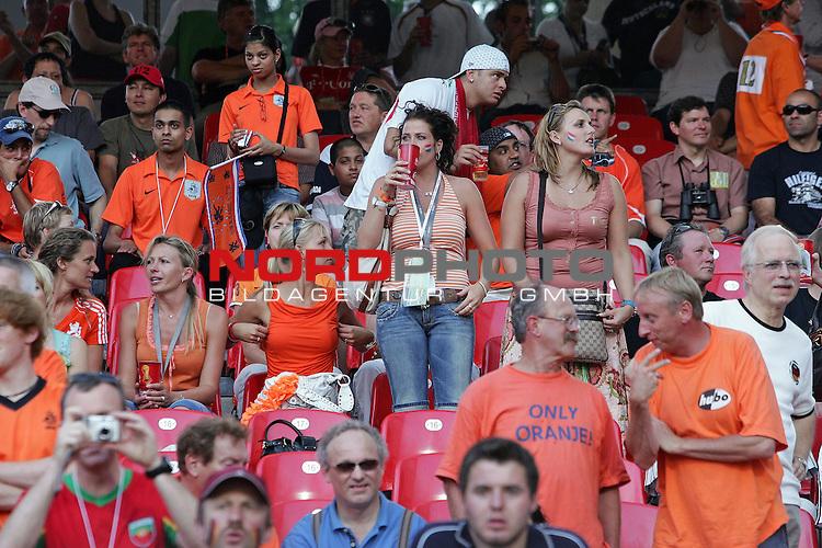 FIFA WM 2006 -  Round of Sixteen - / Viertelfinale <br /> Play     #52 (25-Jun) - Portugal vs Niederlande ( Holland ) <br /> <br /> Spielerfrauen der Hollaender auf der tribuene u.a. auch  Silvie van der Vaart , Ehefrau von Raphael van der Vaart vom HSV<br /> <br /> Foto &copy; nordphoto