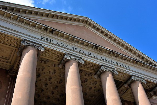ionic columns and dentil - photo #24