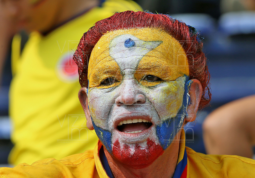 BARRANQUILLA - COLOMBIA -29-03-2016: Un hincha previo previo al partido entre Colombia y Ecuador de la fecha 6 para la clasificación sudamericana a la Copa Mundial de la FIFA Rusia 2018 jugado en el estadio Metropolitano Roberto Melendez en Barranquilla./  A fan prior prior a match between Colombia and Ecuador of the date 6 for the qualifier to FIFA World Cup Russia 2018 played at Metropolitan stadium Roberto Melendez in Barranquilla. Photo: VizzorImage / Ivan Valencia / Cont