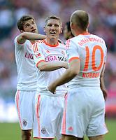FUSSBALL   1. BUNDESLIGA  SAISON 2011/2012   33. Spieltag FC Bayern Muenchen - VfB Stuttgart       28.04.2012 Thomas Mueller, Bastian Schweinsteiger, Arjen Robben (v. li., FC Bayern Muenchen)