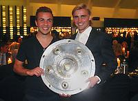 FUSSBALL   1. BUNDESLIGA   SAISON 2011/2012   34. SPIELTAG Borussia Dortmund feiert im Restaurant View in Dortmund die Meisterschaft am 05.05.2012 Mario Goetze (li) und Marcel Schmelzer (re)