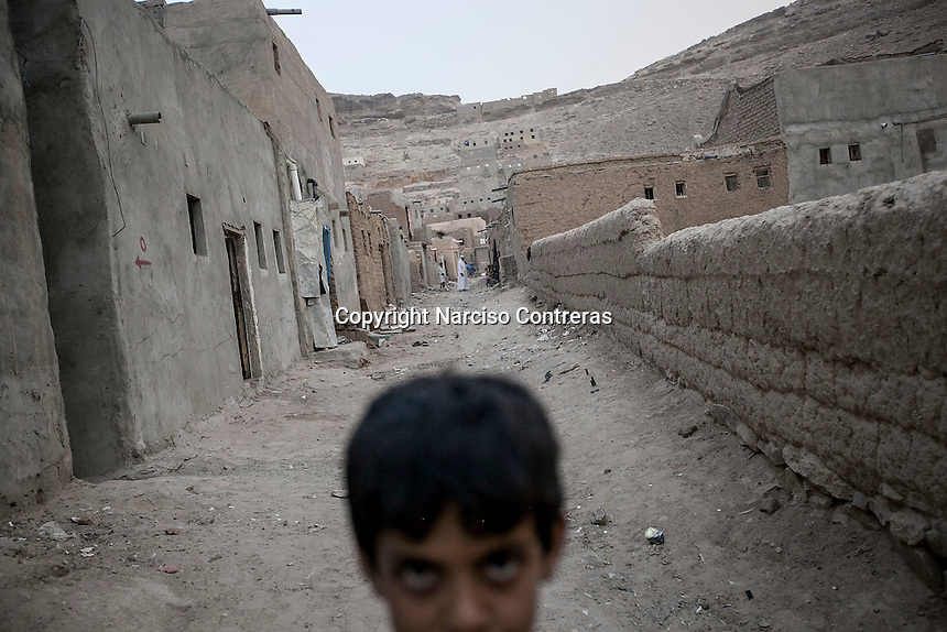 Wednesday 15 July, 2015: A displaced young kid from the heavy fighting and bombarments in Sa'dah governorate are seen in an abandoned salafist madrasa (university) in Dammaj village, used as a temporary settlement in the northern province of Sa'dah, the stronghold of the Houthi's movement in Yemen. (Photo/Narciso Contreras)