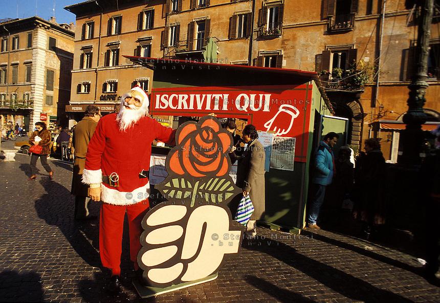 Roma 28 Dicembre 1995.Piazza Navona..Marco Pannella vestito da Babbo Natale .Marco Pannella Santa Claus gown