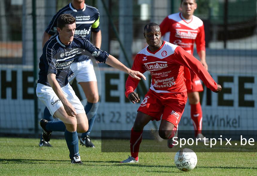 KVC Wingene :  Kenny Heytens (links) in een duel met Andre Kalenga Ntambue (r) van Gullegem<br /> Foto VDB / Bart Vandenbroucke