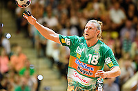 Lars Kaufmann (FAG) beim Wurf, zieht ab