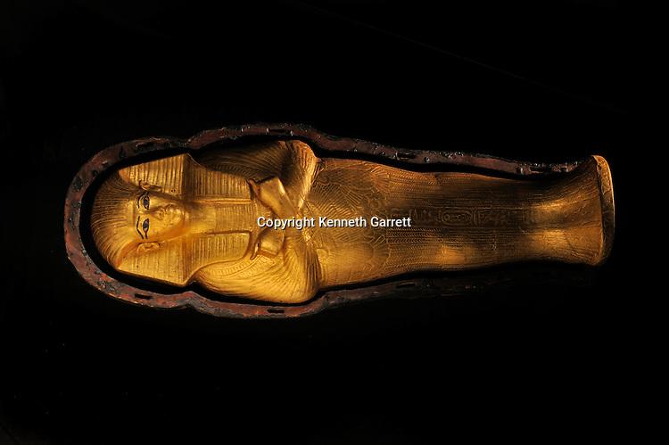 mm7864; Tutankhamun; 18th Dynasty; New Kingdom; the Egyptian Museum; Cairo; Mummy; Foetus Coffin; gold; Tut; Egypt